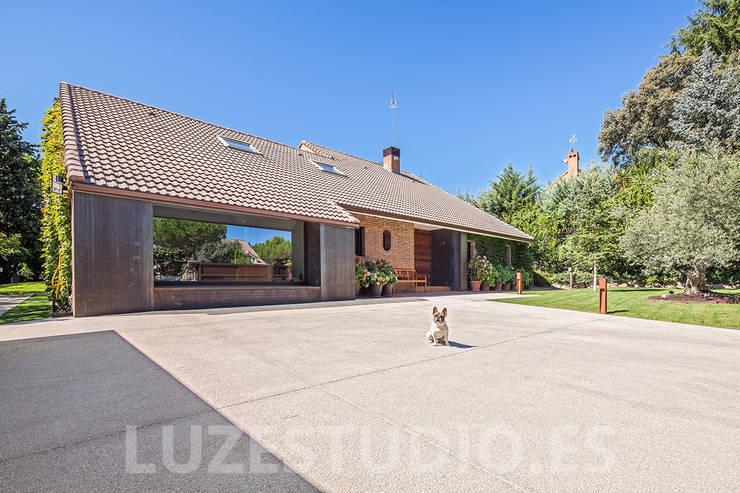 Casas de estilo moderno por Luzestudio Fotografía
