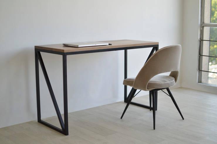 Mobiliario: Comedor de estilo  por Capital Studio