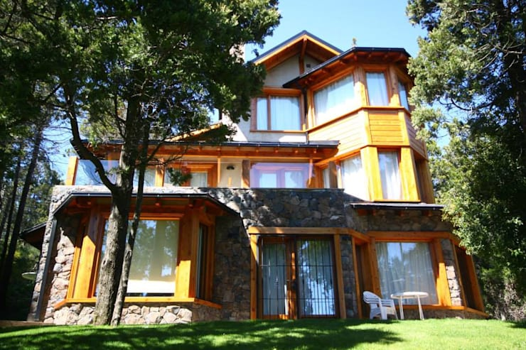 Casas Llao Llao y Arelauquen: Casas de estilo  por Lüters ochoa arquitectos,Moderno