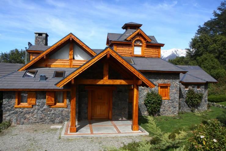 Casas Llao Llao y Arelauquen: Casas de estilo  por Lüters ochoa arquitectos