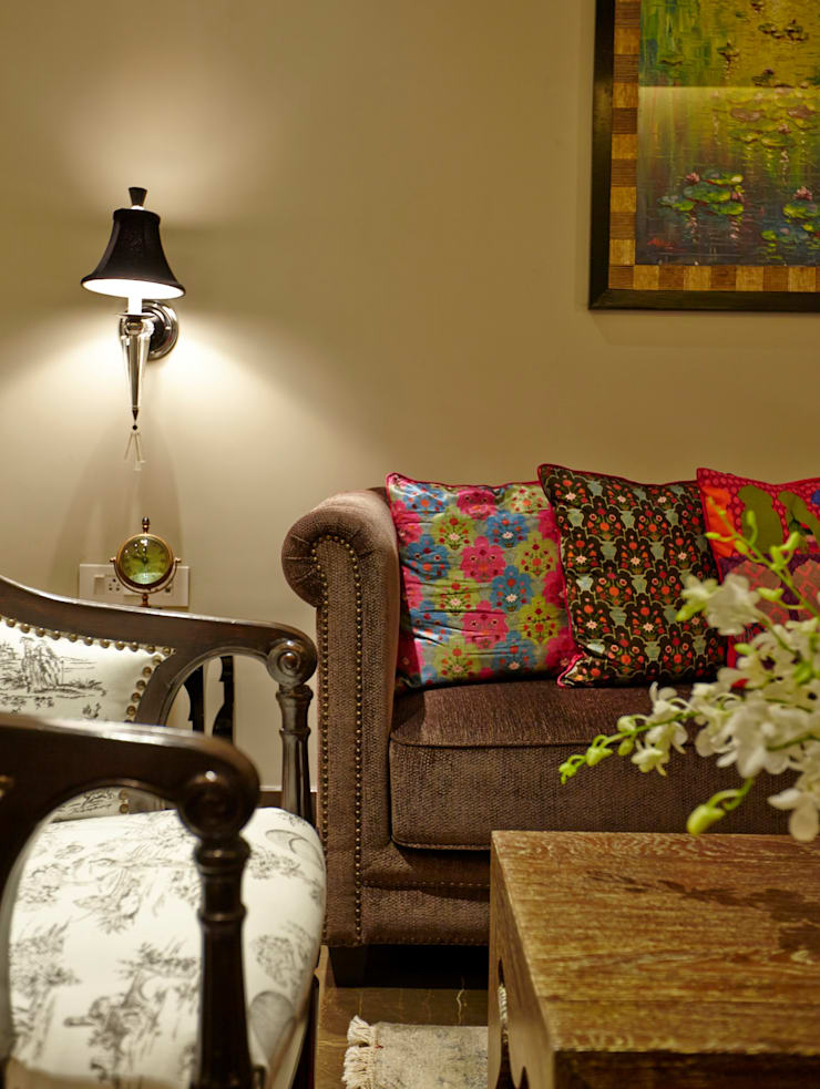 Eclectic Living:  Living room by Interface