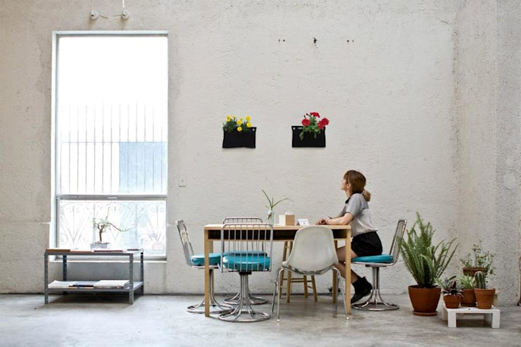 Dining room by HUICHOL, Modern