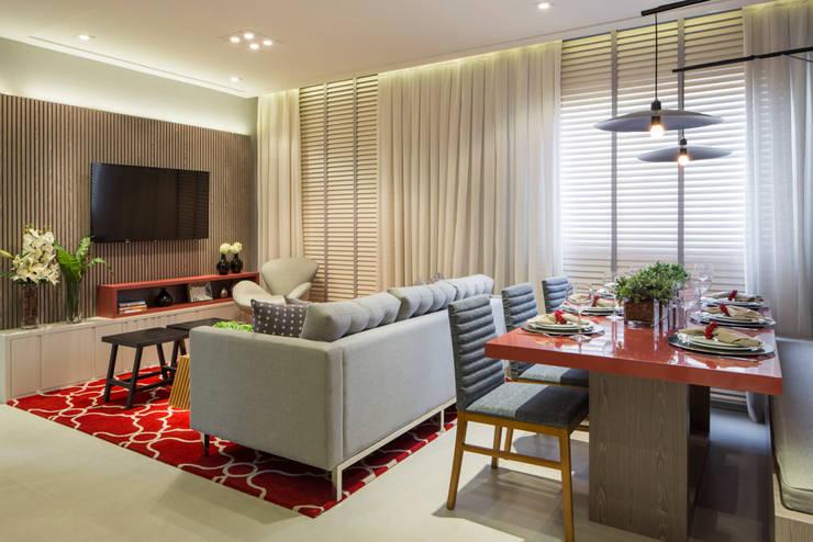 Itaquera | Decorados: Salas de estar modernas por SESSO & DALANEZI
