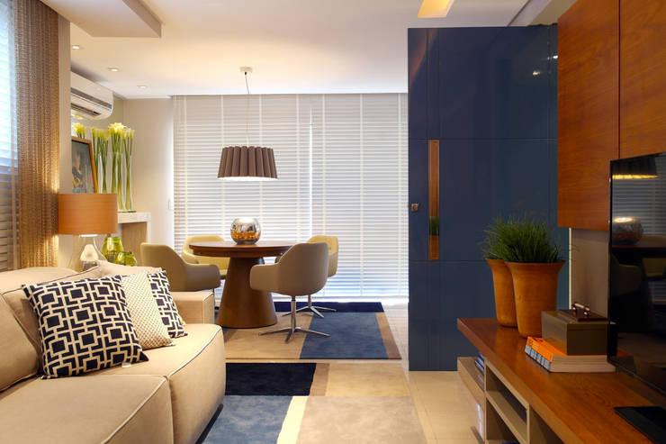 Ruang Keluarga Modern Oleh Amanda Carvalho - arquitetura e interiores Modern