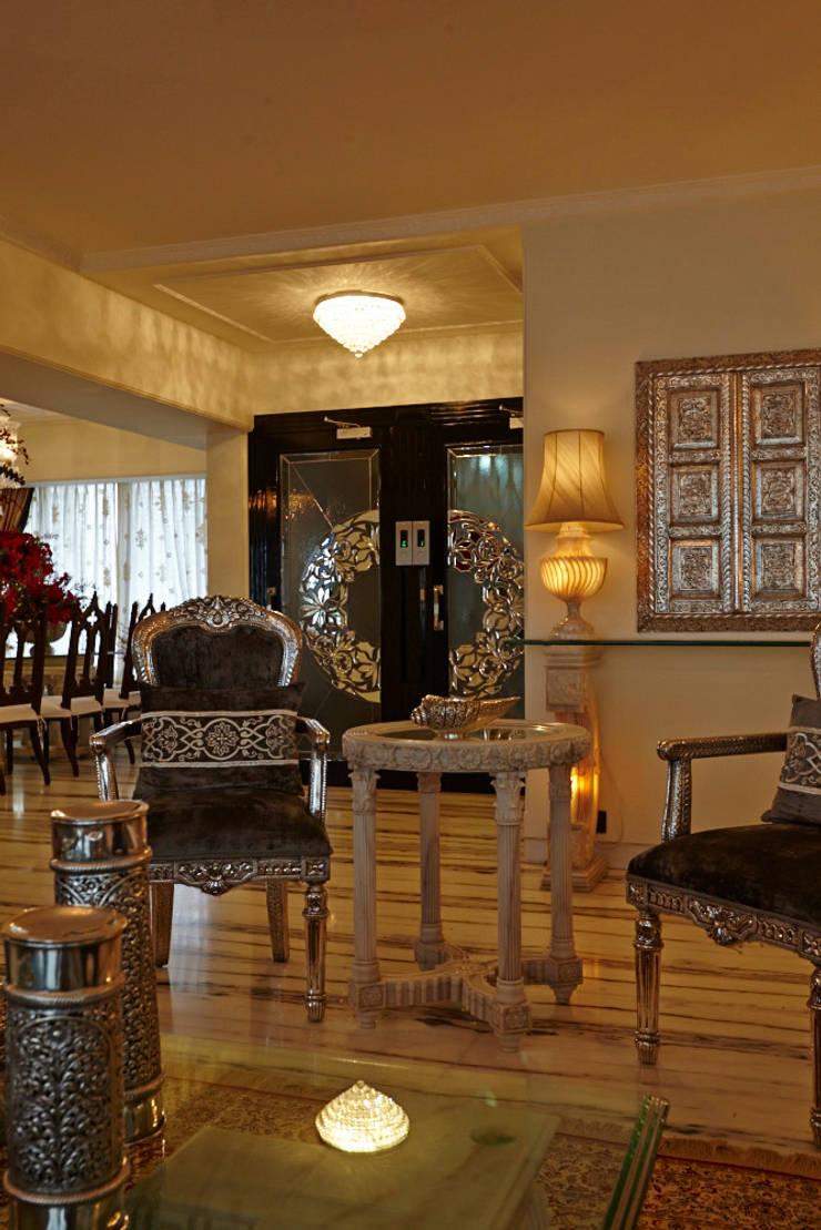 Luxurious Living:  Corridor & hallway by Interface