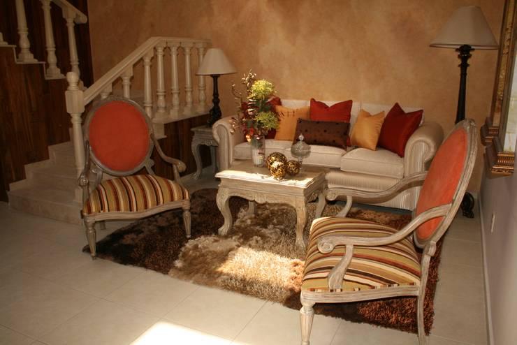 Casa Habitación: Comedores de estilo  por Paola Hernandez Studio Comfort Design