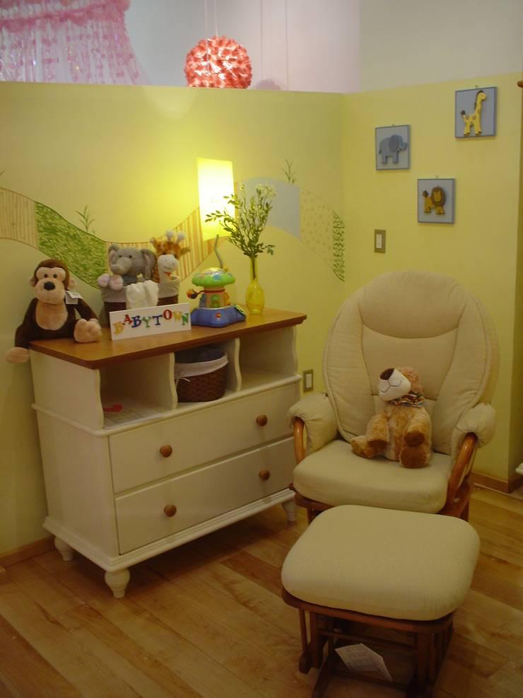 Habitaciones infantiles: Recámaras de estilo  por Paola Hernandez Studio Comfort Design