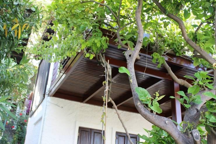 AÇIT MİMARLIK DEKORASYON İNŞ. SAN. TİC. LTD. – O.A. Ev Bodrum: modern tarz Bahçe