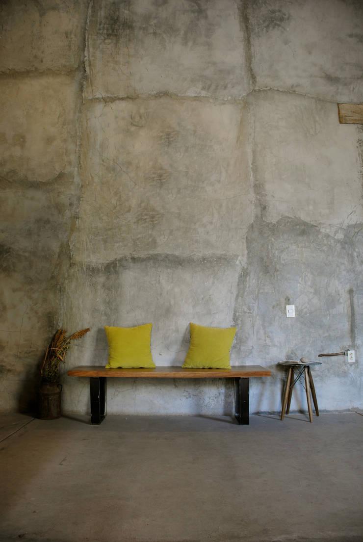 Banca Conte: Vestíbulos, pasillos y escaleras de estilo  por Design + Concept