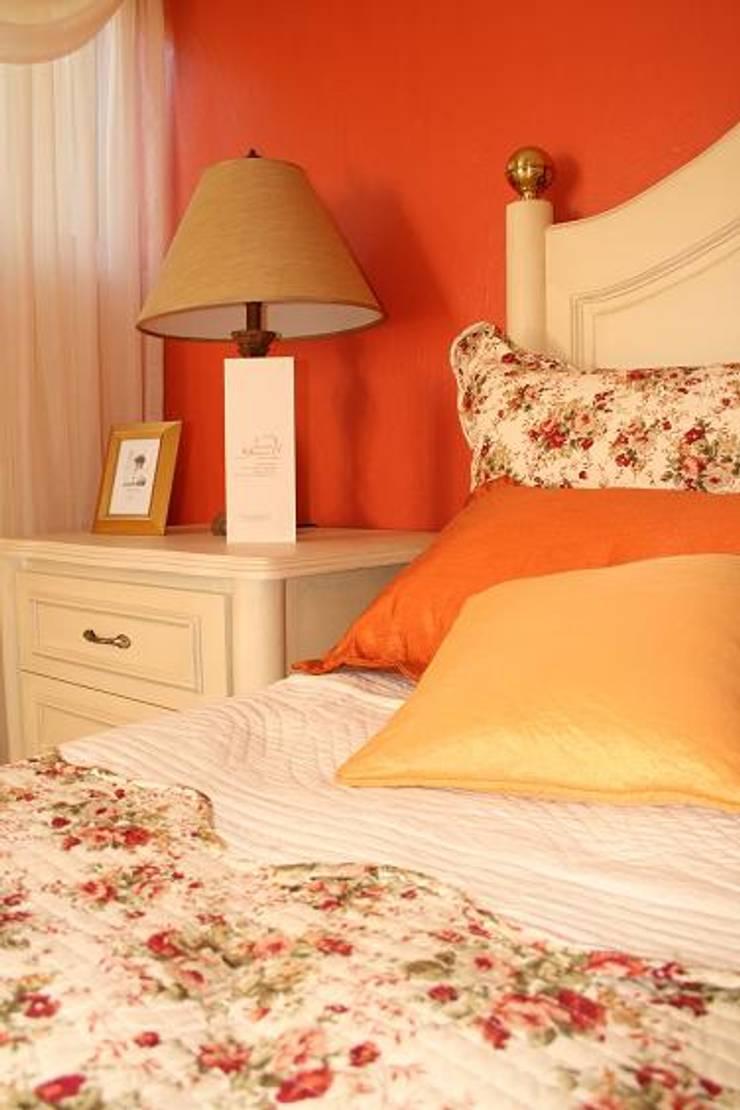 Casa Habitación: Recámaras de estilo  por Paola Hernandez Studio Comfort Design