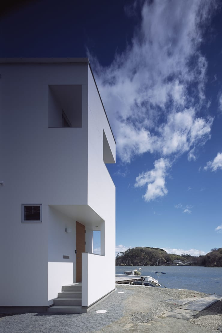 ハマノイエ: 関建築設計室 / SEKI ARCHITECTURE & DESIGN ROOMが手掛けたビーチハウス・クルーザーです。,