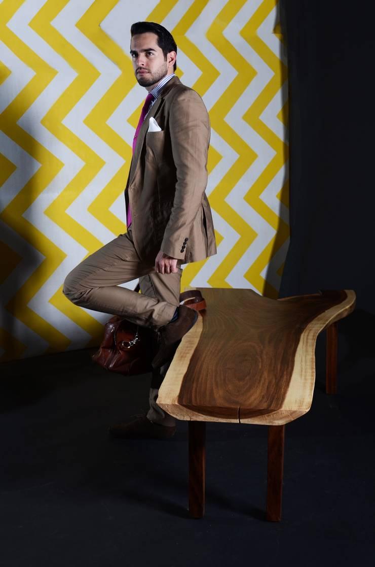 Banca Why: Vestíbulos, pasillos y escaleras de estilo  por Design + Concept