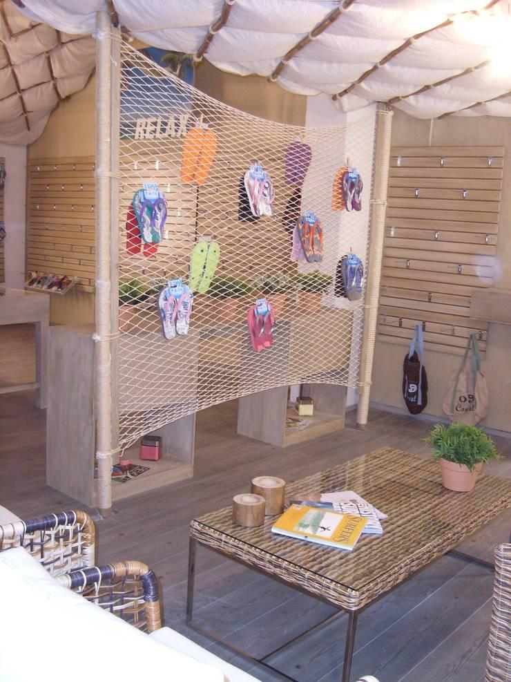 Cabaña: Casas de estilo  por Paola Hernandez Studio Comfort Design