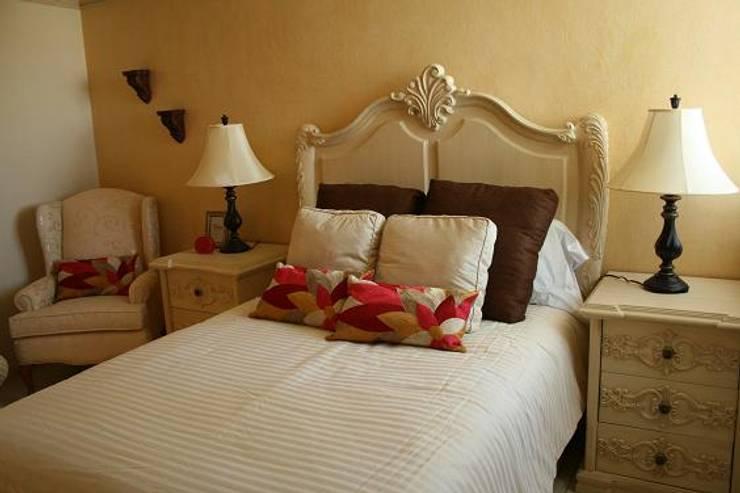 Habitaciones : Recámaras de estilo  por Paola Hernandez Studio Comfort Design