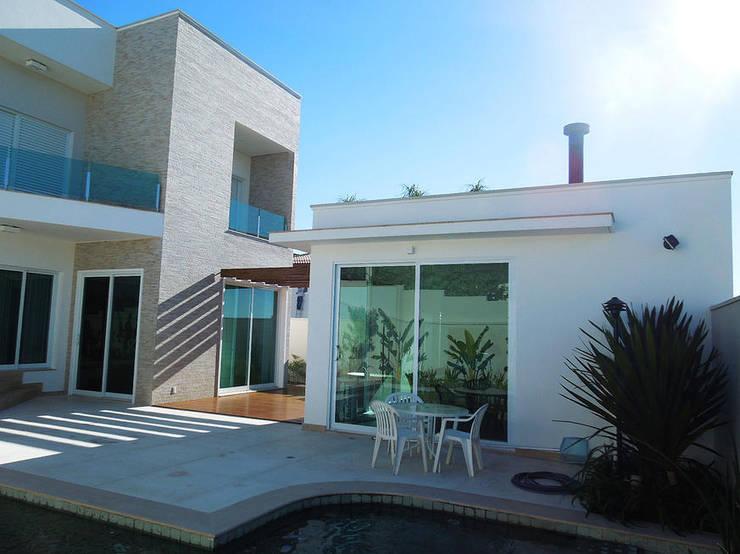 Condominio Alphaville Dom Pedro, Campinas: Casas  por Vieitez Bernils Arquitetos Ltda.,