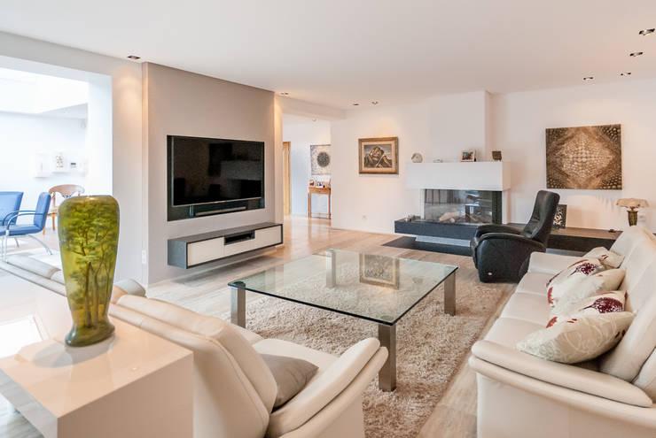 Living room by INNEN LEBEN