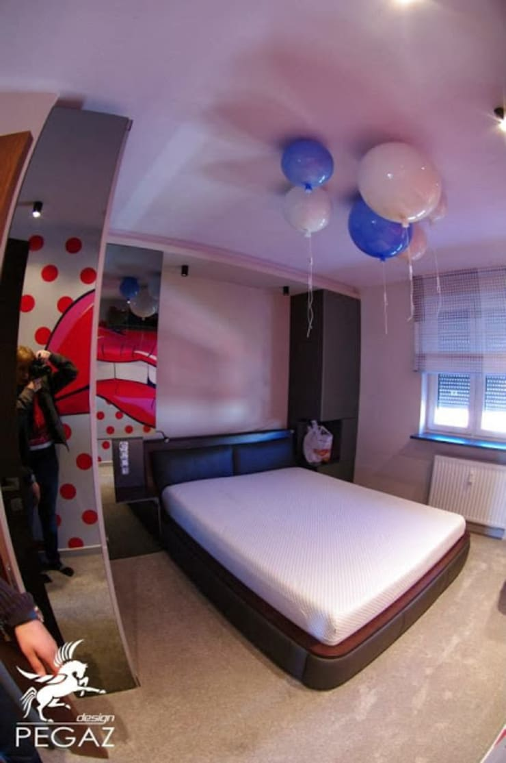 Mieszkanie z fuksją w tle : styl , w kategorii Sypialnia zaprojektowany przez Pegaz Design Justyna Łuczak - Gręda,Nowoczesny
