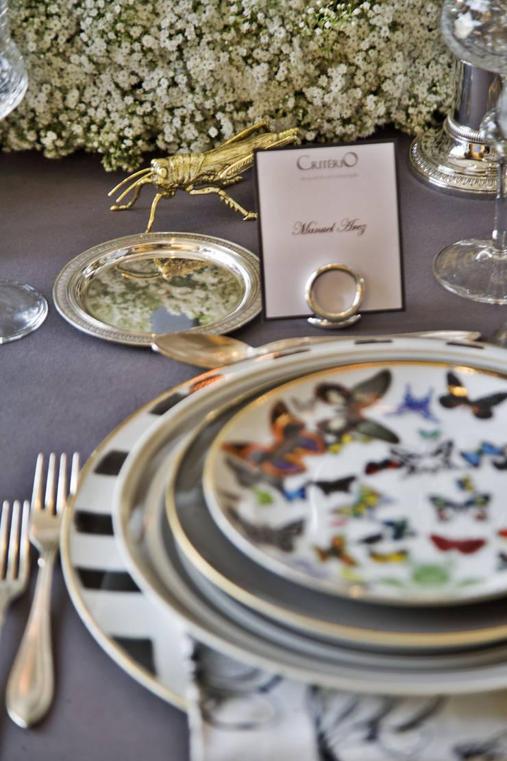 Festa das Mesas 2014 – Timeless Spring Table: Sala de jantar  por Critério Arquitectos by Canteiro de Sousa