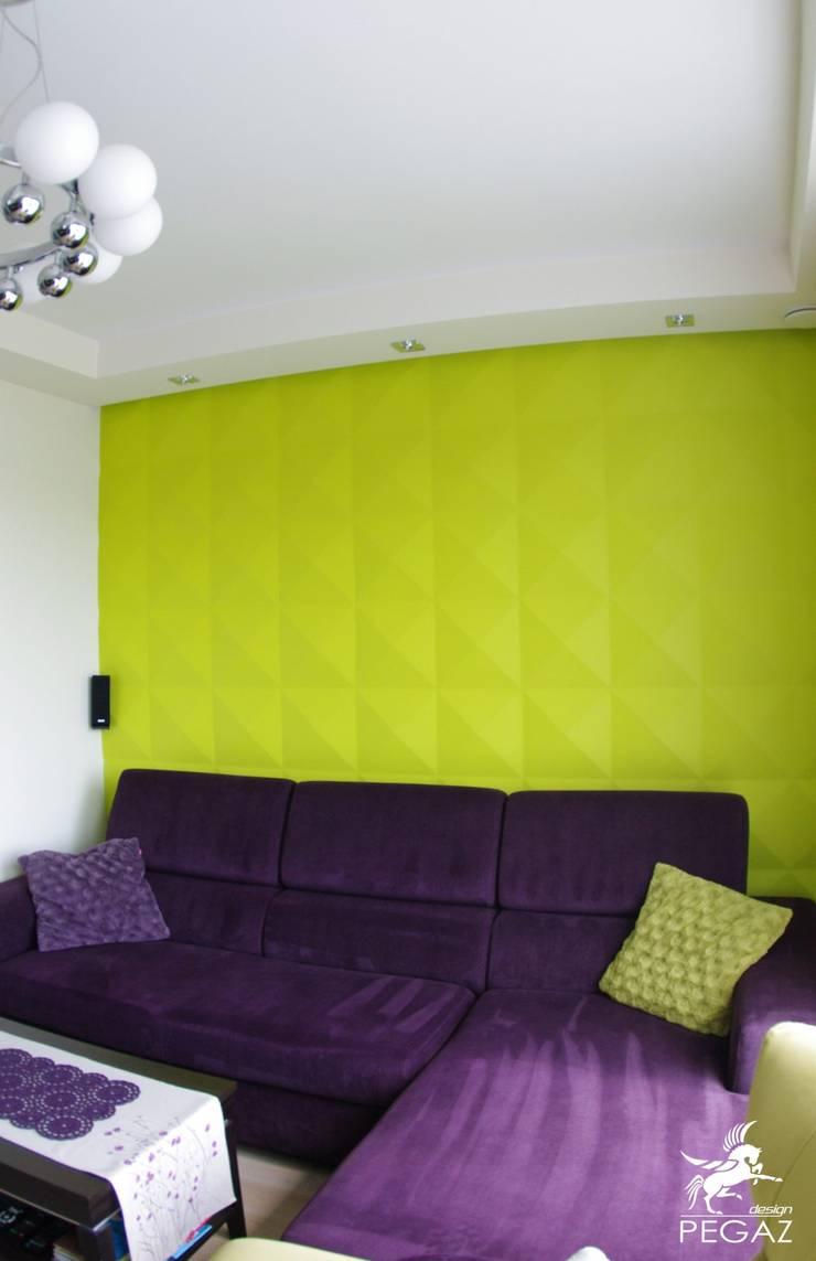 Mały dom jednorodzinny : styl , w kategorii Salon zaprojektowany przez Pegaz Design Justyna Łuczak - Gręda