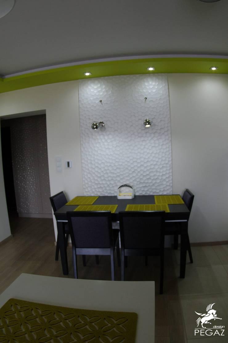 Mały dom jednorodzinny : styl , w kategorii Jadalnia zaprojektowany przez Pegaz Design Justyna Łuczak - Gręda