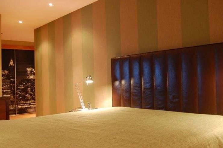 Bedroom details: Quartos  por Critério Arquitectos by Canteiro de Sousa
