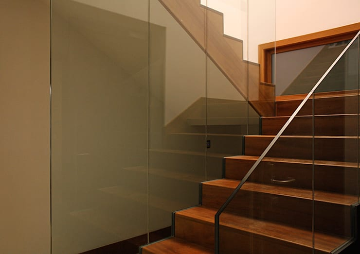 Escalera: Pasillos y vestíbulos de estilo  de Soler Martínez