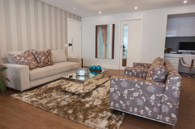 现代客厅設計點子、靈感 & 圖片 根據 Haus Brasil Arquitetura e Interiores 現代風