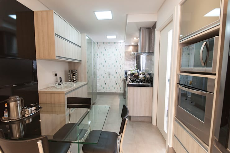 現代廚房設計點子、靈感&圖片 根據 Haus Brasil Arquitetura e Interiores 現代風