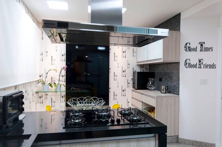 Haus Brasil Arquitetura e Interiores:  tarz Mutfak