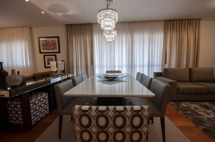 Apartamento Nova Petrópolis - São Bernardo do Campo: Salas de jantar modernas por Haus Brasil Arquitetura e Interiores