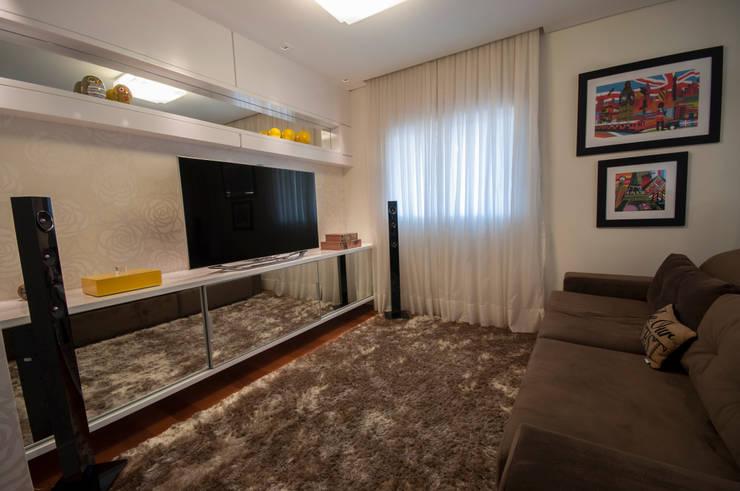 Apartamento Nova Petrópolis - São Bernardo do Campo: Salas de estar modernas por Haus Brasil Arquitetura e Interiores