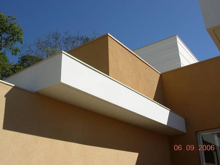 Residencia Barão Geraldo | Campinas/SP: Casas modernas por Vieitez Bernils Arquitetos Ltda.