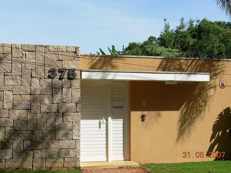 Residencia Barão Geraldo | Campinas/SP: Casas  por Vieitez Bernils Arquitetos Ltda.