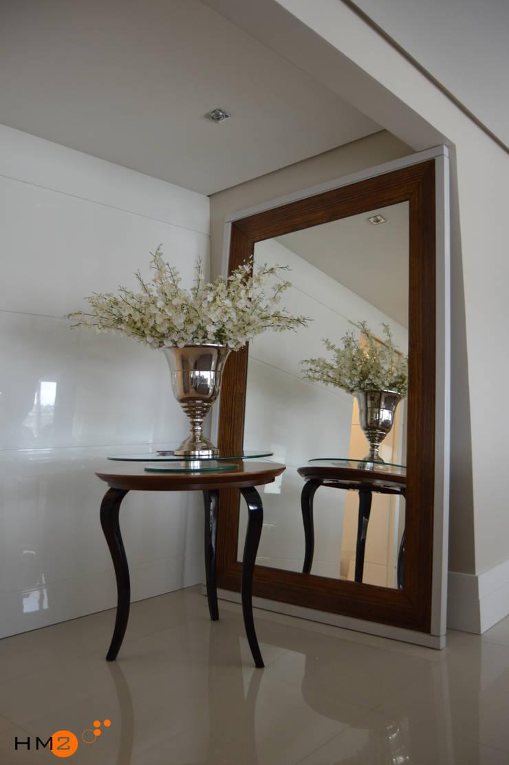 Apartamento NR: Corredores e halls de entrada  por HM2 arquitetura criativa