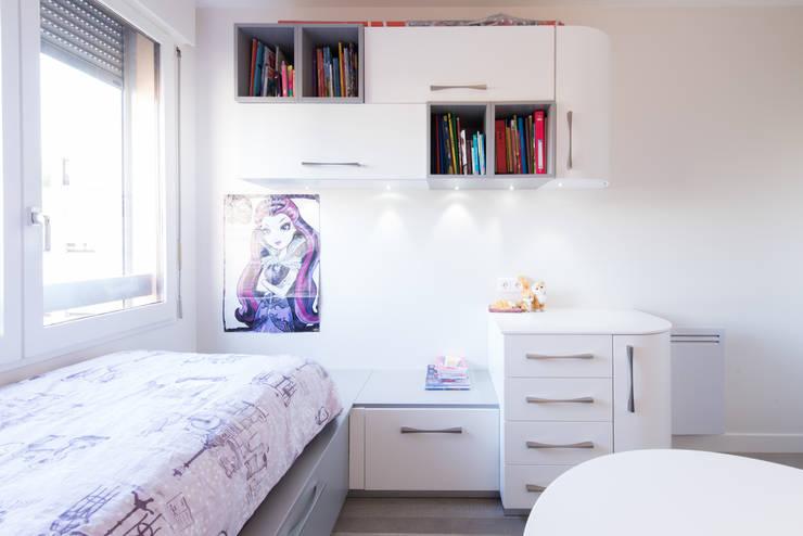 CHAMBRE FILLE: Chambre d'enfant de style  par LA CUISINE DANS LE BAIN SK CONCEPT