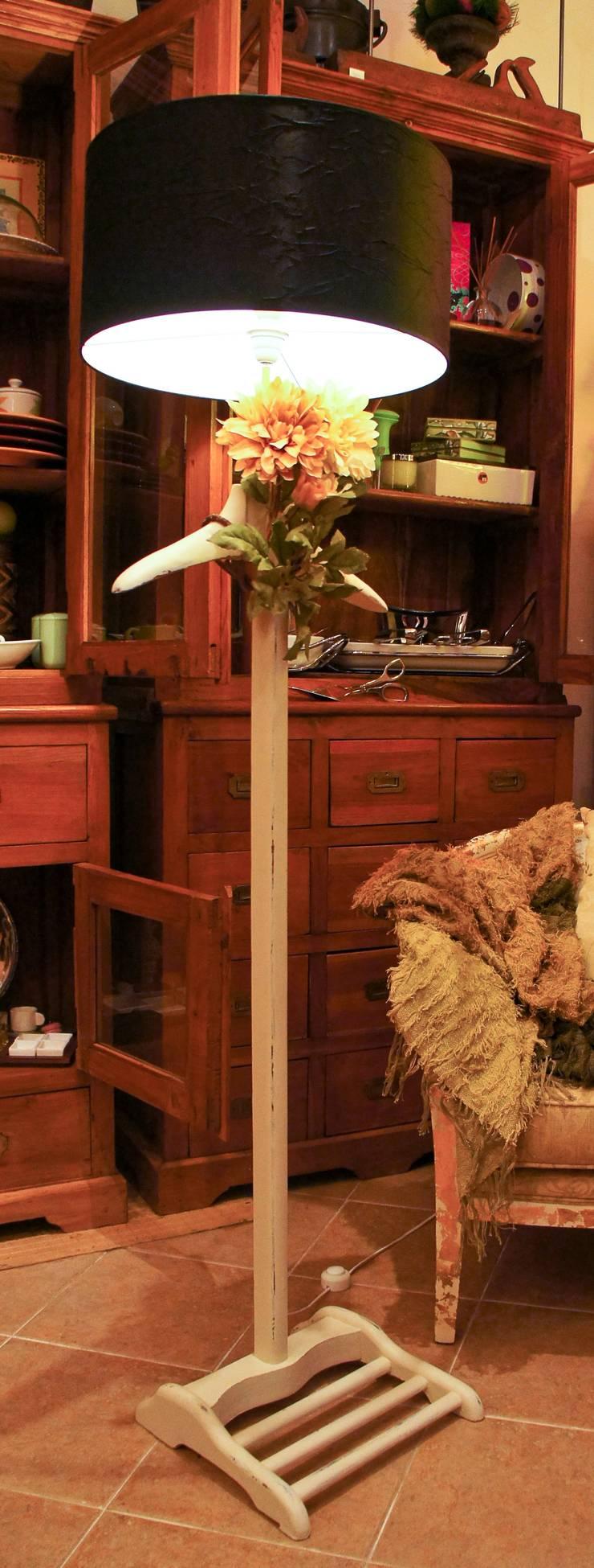 Candeeiro cabide: Casa  por Restauro em Sintra