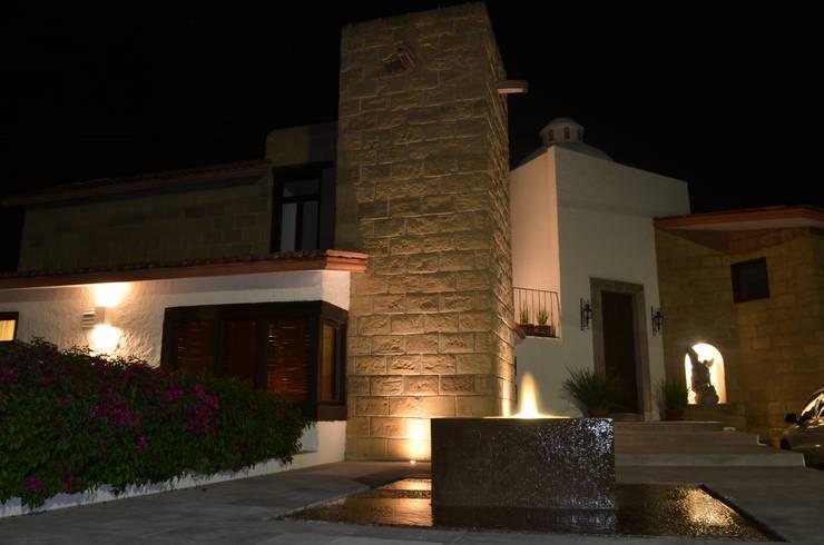 CASA V-F: Casas de estilo  por Villanueva Fernandez Arquitectos