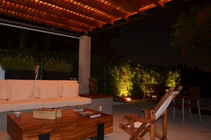 CASA V-F: Terrazas de estilo  por Villanueva Fernandez Arquitectos