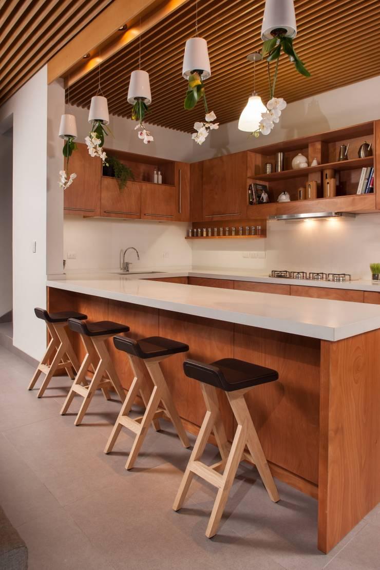 Casa Ming: Cocinas de estilo  por LGZ Taller de arquitectura