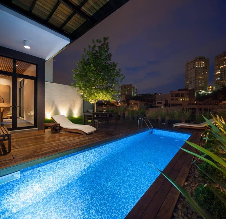 สระว่ายน้ำ by LGZ Taller de arquitectura
