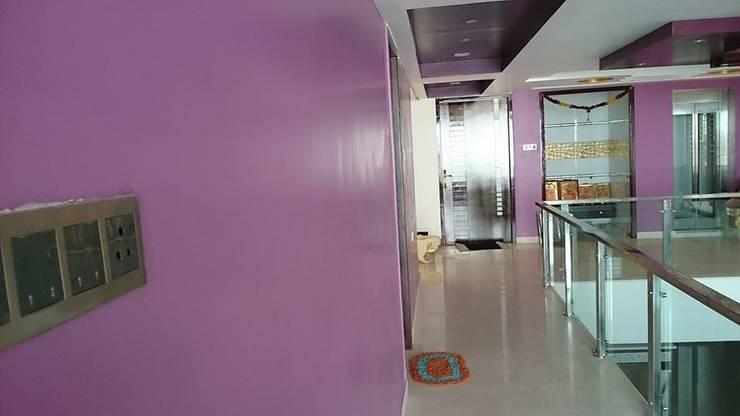 S RESIDENCE :  Corridor & hallway by DESIGNER GALAXY