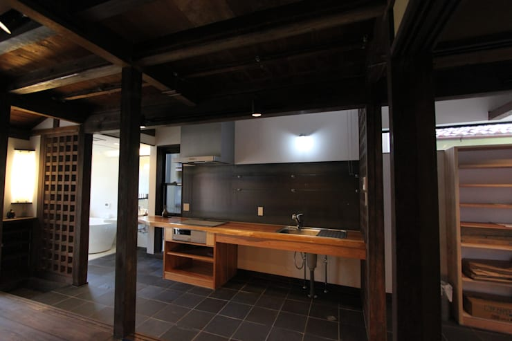 東山の家: tsf_takaが手掛けたキッチンです。
