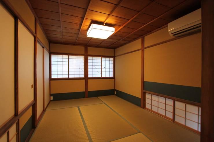東山の家: tsf_takaが手掛けた寝室です。