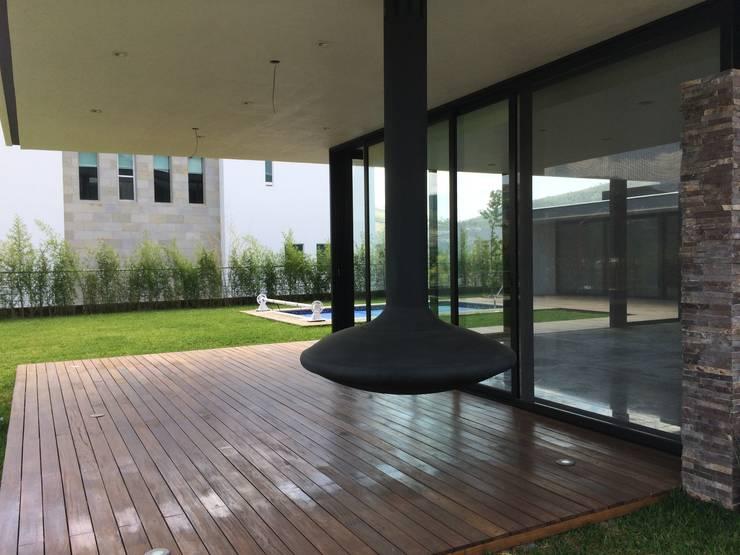 CASA AAB: Terrazas de estilo  por STAHLBETON DESIGN