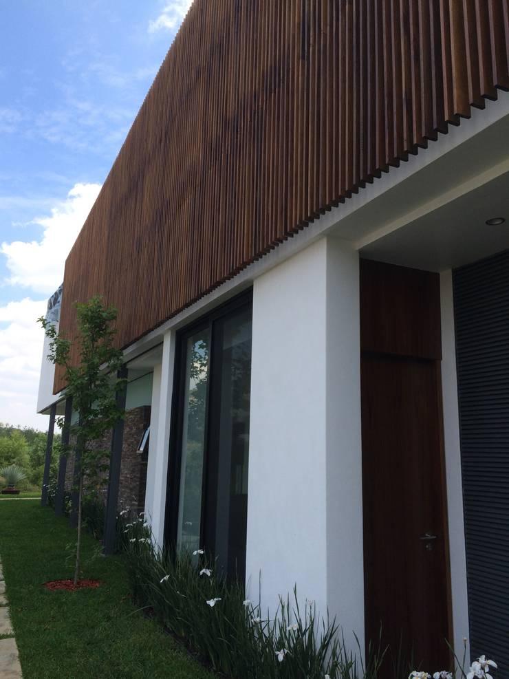 CASA AAB: Casas de estilo  por STAHLBETON DESIGN