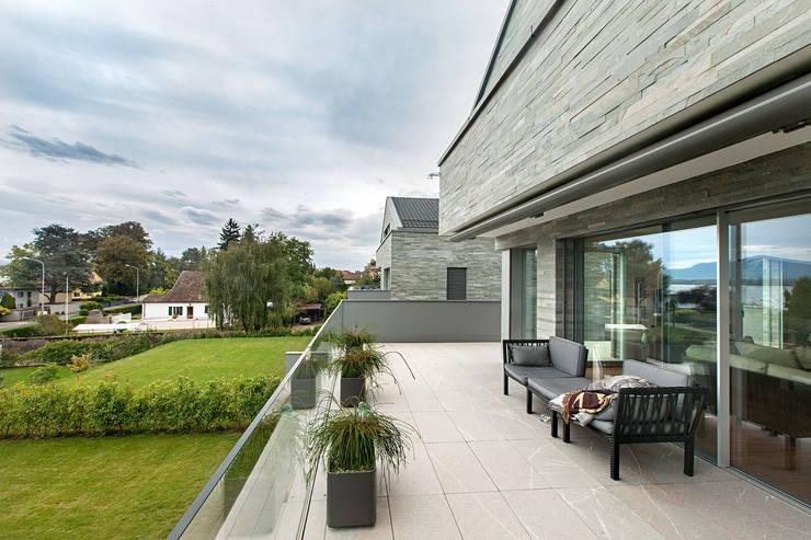Baltina House: Giardino in stile  di studiodonizelli