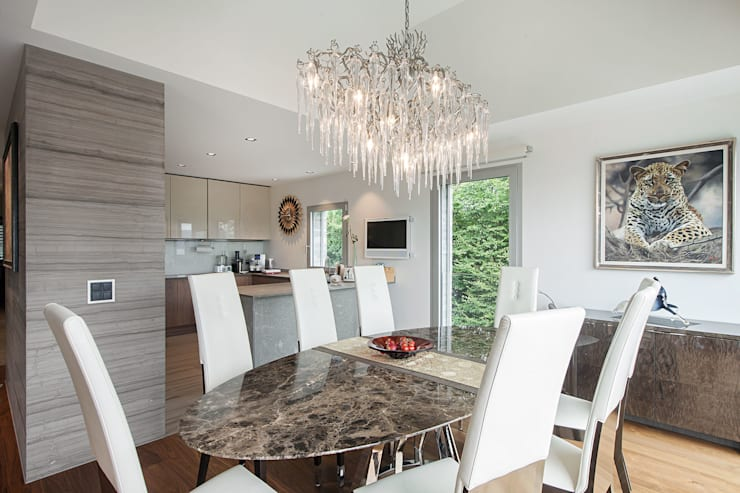 Baltina House: Sala da pranzo in stile  di studiodonizelli