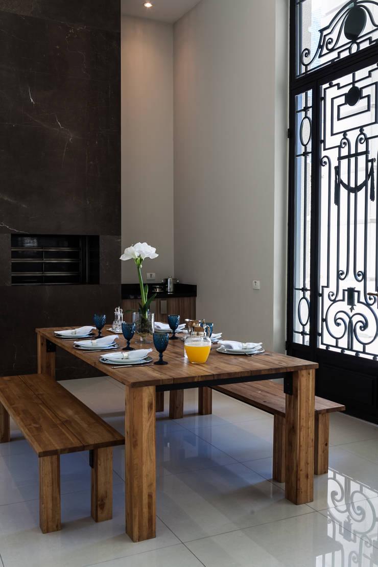 Área comum - Edifício Place Leopoldo: Salas de jantar clássicas por Bender Arquitetura