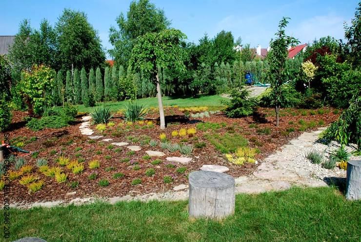 Wrzosowisko po założeniu: styl , w kategorii Ogród zaprojektowany przez Centrum ogrodnicze Ogrody ResGal,