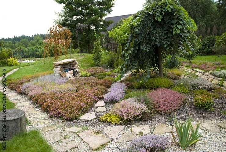 Wrzosowisko: styl , w kategorii Ogród zaprojektowany przez Centrum ogrodnicze Ogrody ResGal,